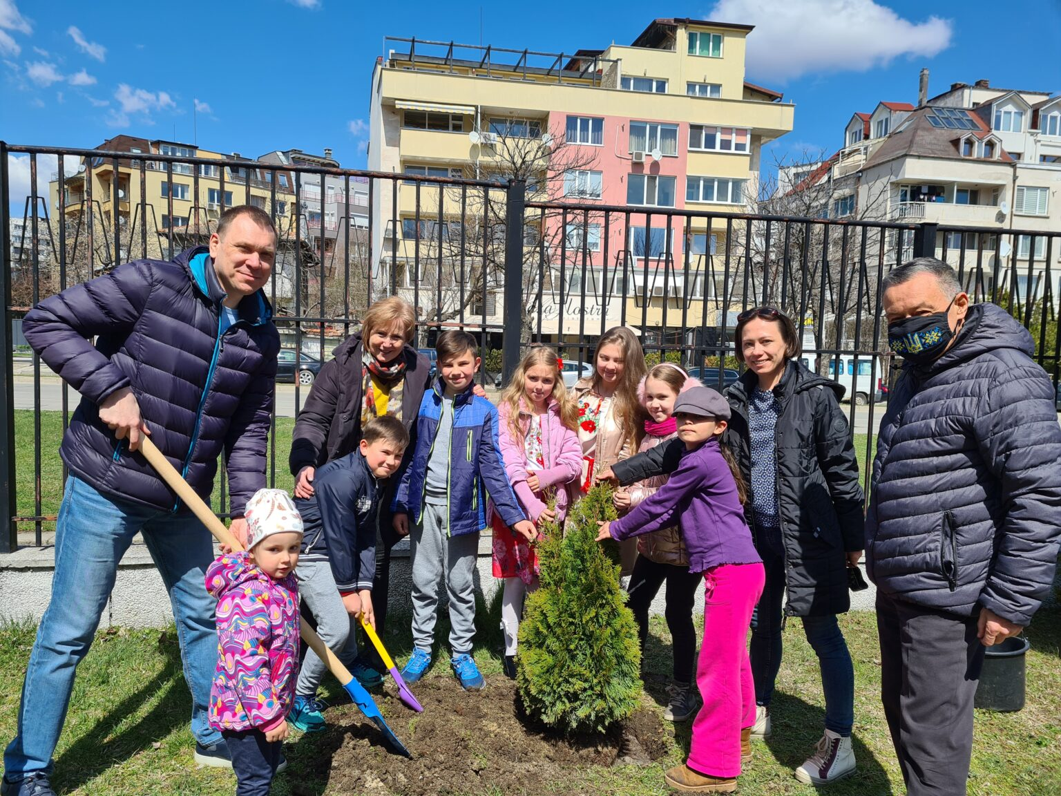 """Bulgarians foster children to love nature on the example of """"Greening of the Planet"""" project"""