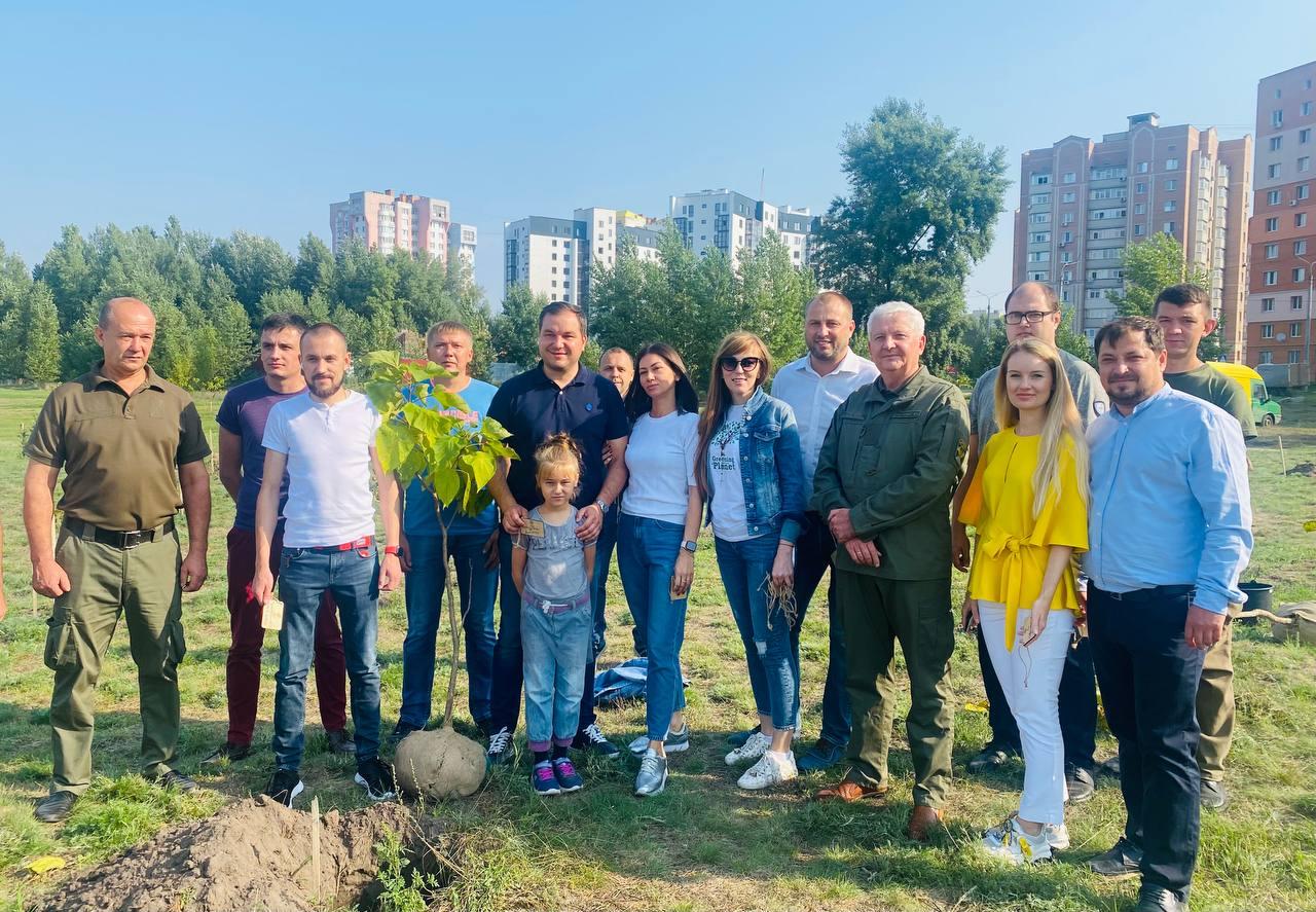 В рамках глобальногоекопроєкту«Озеленення Планети» вСумах висадили 30 катальп до 30-річчя Незалежності України