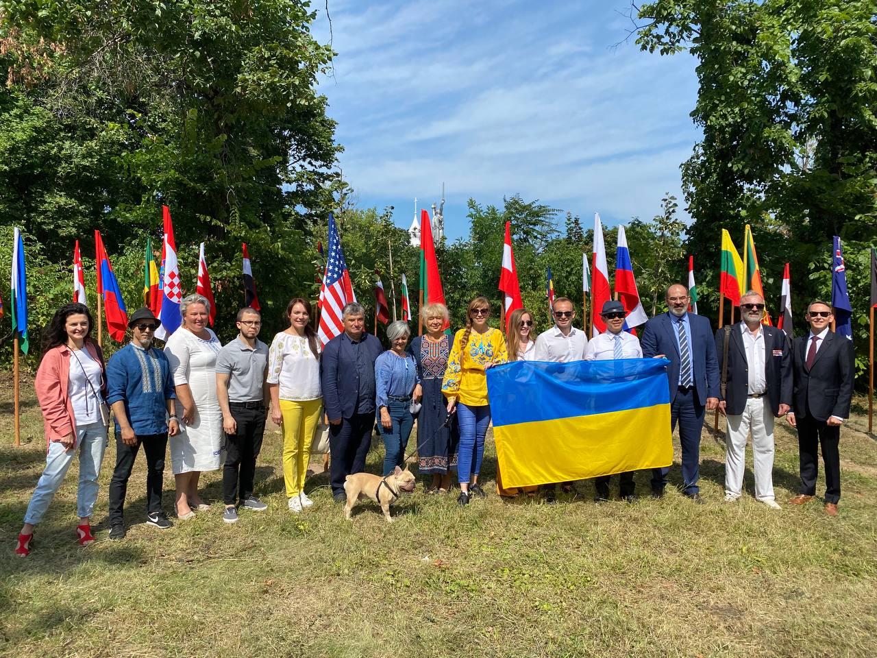 В Києві висадили Алею Незалежності України
